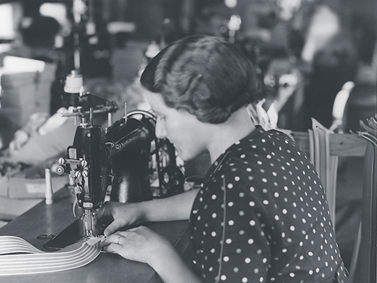 1932 Woman manufacturing in St. Gallen