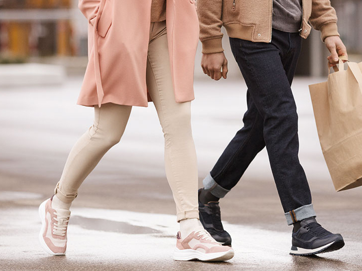Couple_Walking_Sigvaris.jpg